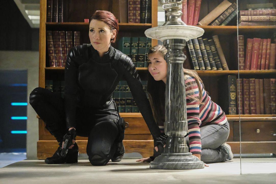 Als Reign plötzlich Jagd auf Ruby (Emma Tremblay, r.) macht, muss Alex (Chyler Leigh, l.) alles geben, um das Mädchen zu beschützen ... - Bildquelle: 2017 Warner Bros.
