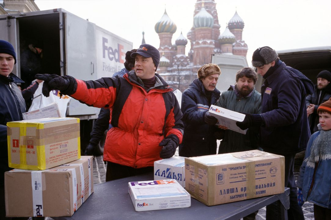 Chuck Noland (Tom Hanks), leitender Mitarbeiter bei FedEx, ist ständig im Auftrag seiner Firma unterwegs - auch in den Weihnachtstagen. Doch bei ein... - Bildquelle: Francois Duhamel 2001 Twentieth Century Fox Film Corporation and Dreamworks LLC. All rights reserved