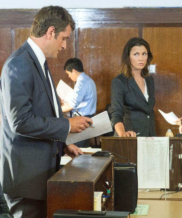 Ausgerechnet ihr Ex-Mann Jack (Peter Herrmann, l.) ist an dem neuen Fall dran, den Erin (Bridget Moynahan, r.) übernommen hat ... - Bildquelle: David Giesbrecht 2012 CBS Broadcasting Inc. All Rights Reserved.