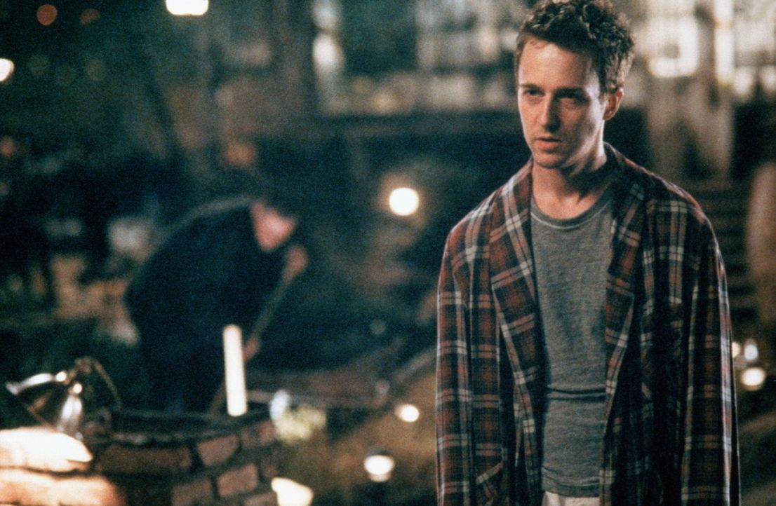 """Jack (Edward Norton) erahnt die Dimensionen der Verschwörungen, die der """"Fight Club"""" ausgelöst hat. Er versucht sie einzudämmen, muss aber festst... - Bildquelle: 20th Century Fox"""