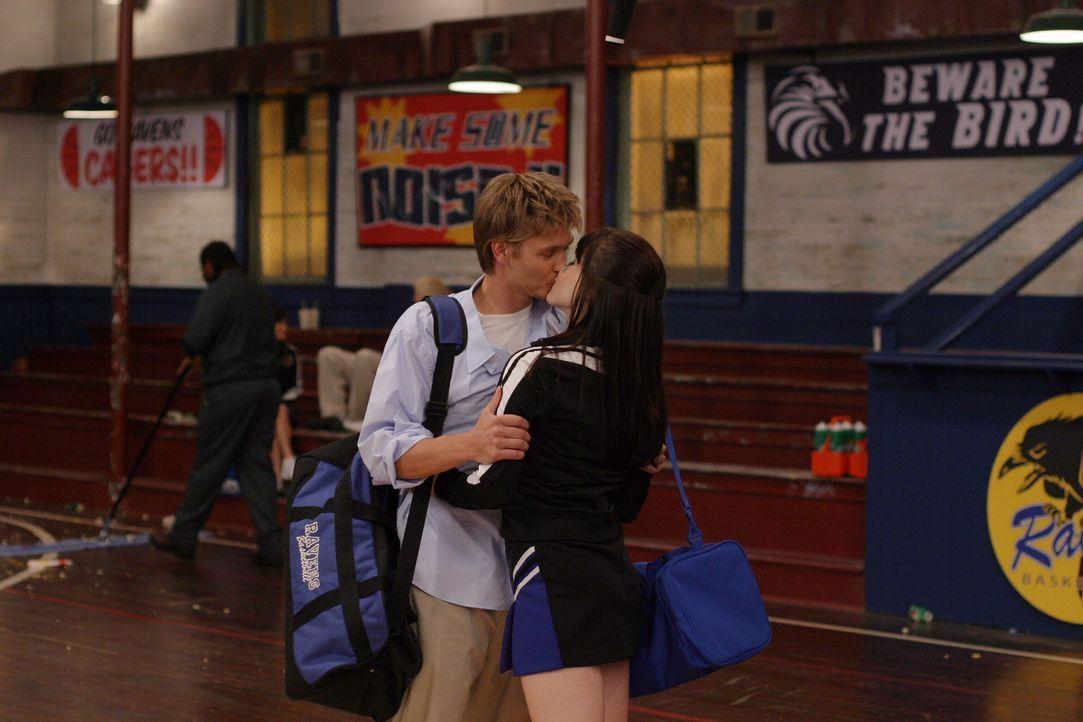 Die Beziehung zwischen Brooke (Sophia Bush, r.) und Lucas (Chad Michael Murray, l.) scheint endlich zu funktionieren ... - Bildquelle: Warner Bros. Pictures