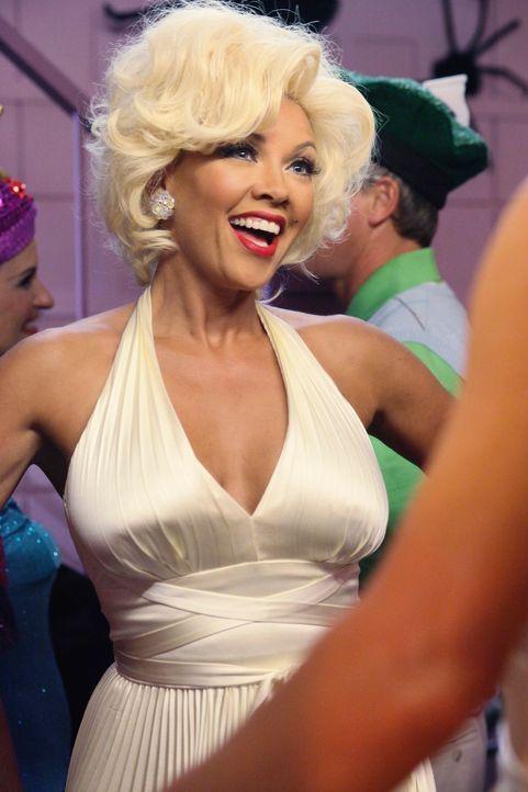 Halloween steht vor der Tür und Renee (Vanessa Williams) lädt die Nachbarschaft zu einer Party bei ihr zu Hause ein ... - Bildquelle: ABC Studios