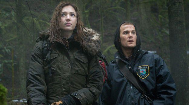 Zoo - Jamie (Kristen Connolly, l.) sollte sich besser vor Logan (Josh Salatin...