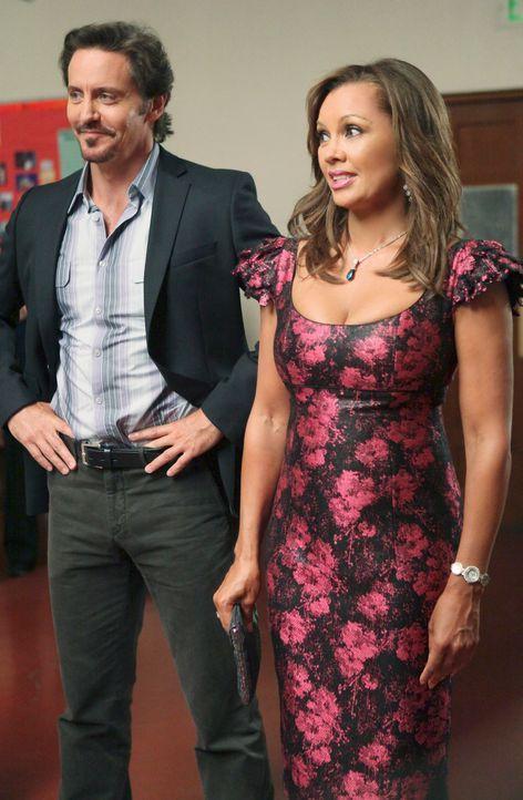 Während Bree versucht herauszufinden, wer ihr den dubiosen Brief geschrieben hat, versucht Renee (Vanessa Williams, r.) alles, um für den neuen Bewo... - Bildquelle: ABC Studios