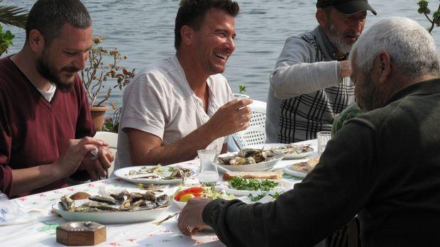 Bosporus on the rocks: Barprofi Jack Maxwell (M.) reist in den Mittleren Oste...