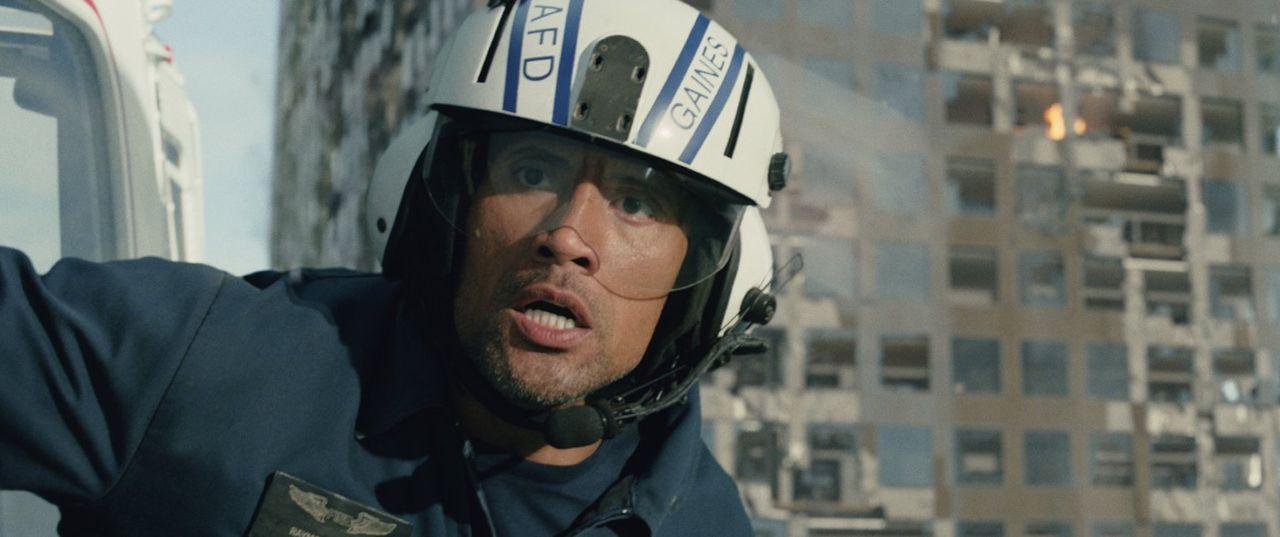 Eine grausame Katastrophe sucht Kalifornien heim und fordert Millionen Menschenleben. Der Rettungsflieger Raymond Gaines (Dwayne Johnson) wird in da... - Bildquelle: 2014 Warner Bros. Entertainment Inc.