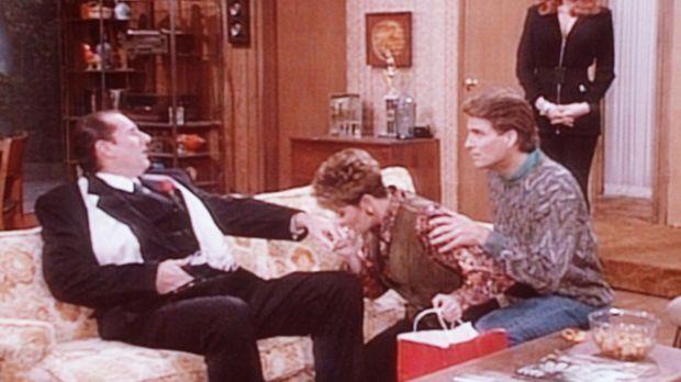Peggy (Katey Sagal, r.) ist entzückt: Al (Ed O'Neill, l.) wird von Marcy (Ama...