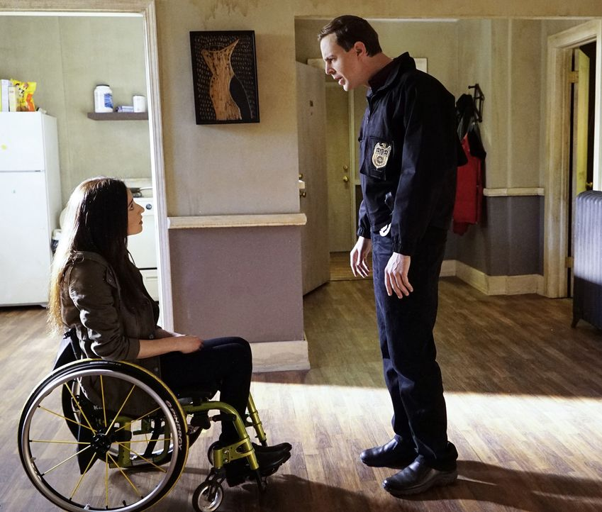 Als McGee (Sean Murray, r.) bei seinen Ermittlungen in einem neuen Fall, auf seine Freundin Delilah (Margo Harshman, l.), die in einer Undercover-Op... - Bildquelle: Robert Voets CBS Television