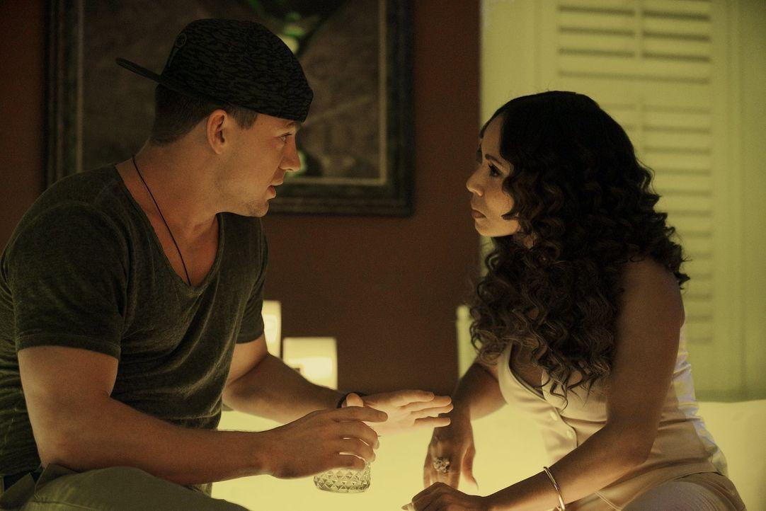 Kann Mike (Channing Tatum, l.) die Clubbesitzerin Rome (Jada Pinkett Smith, r.) davon überzeugen, ihr neuer MC zu werden? - Bildquelle: Warner Bros.