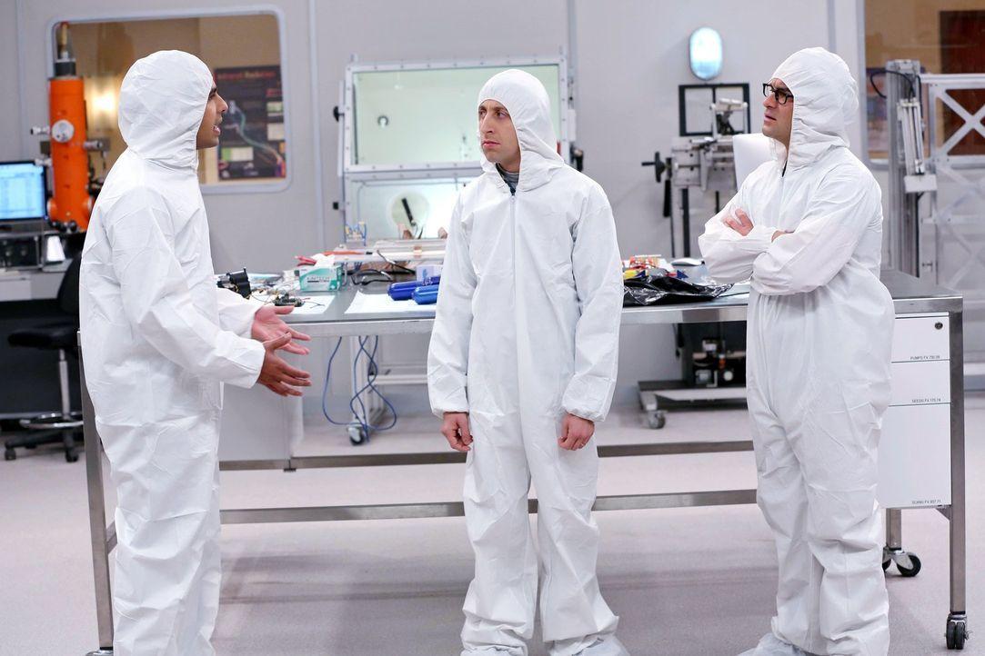 Howard (Simon Helberg, M.) und Leonard (Leonard (Johnny Galecki, r.) geraten fast aneinander, bis sie sich an Raj (Kunal Nayyar, l.) wenden, der ihn... - Bildquelle: Warner Bros. Television