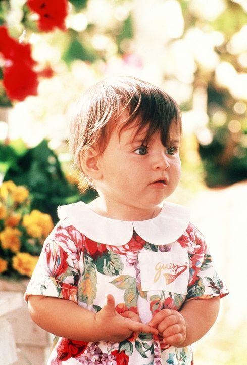 Neuankömmling Julie (Megan Milner, l.) hält ihren Bruder Mikey und vor allem ihre Eltern James und Mollie ganz schön auf Trab und gibt zu allem i... - Bildquelle: TriStar Pictures