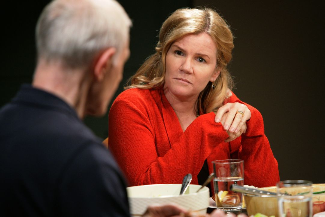 Macht ihrem Ex-Mann Paul (Raymond J. Barry, l.) Vorwürfe: Celeste (Mare Winningham, r.)