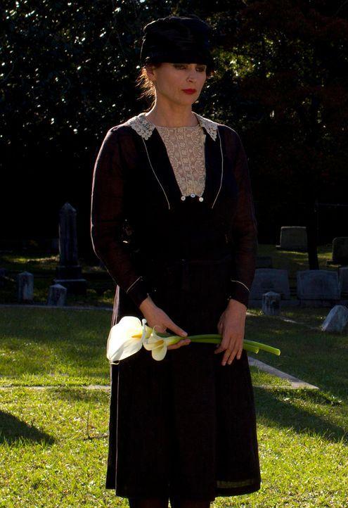 Joanna Beauchamp (Julia Ormond) ist liebende Mutter und Hexe. Auf ihr lastet der Fluch immer wieder ihre Töchter Ingrid und Freya zur Welt zu bringe... - Bildquelle: 2013 Twentieth Century Fox Film Corporation. All rights reserved.