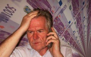 mann-telefoniert-geld