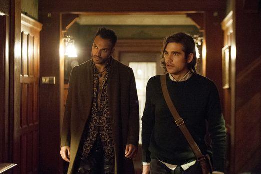 The Magicians - Penny (Arjun Gupta, l.), Quentin (Jason Ralph, r.), Alice und...