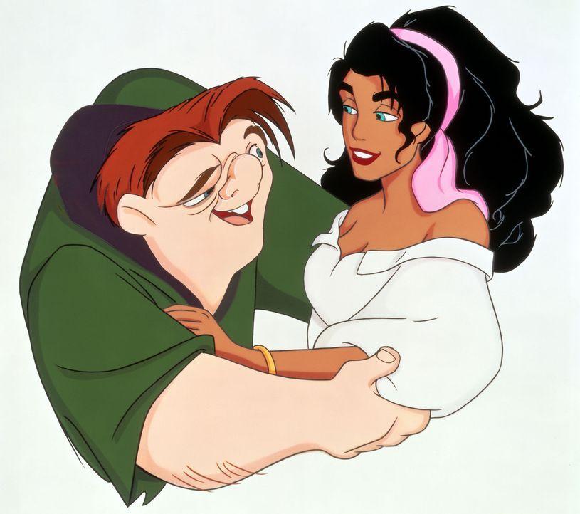 Nur Esmeralda begegnet dem buckligen Glöckner von Notre Dame mit Toleranz und Zuneigung. Prompt verliebt sich Quasimodo in die wunderschöne Zigeuner... - Bildquelle: The Walt Disney Company