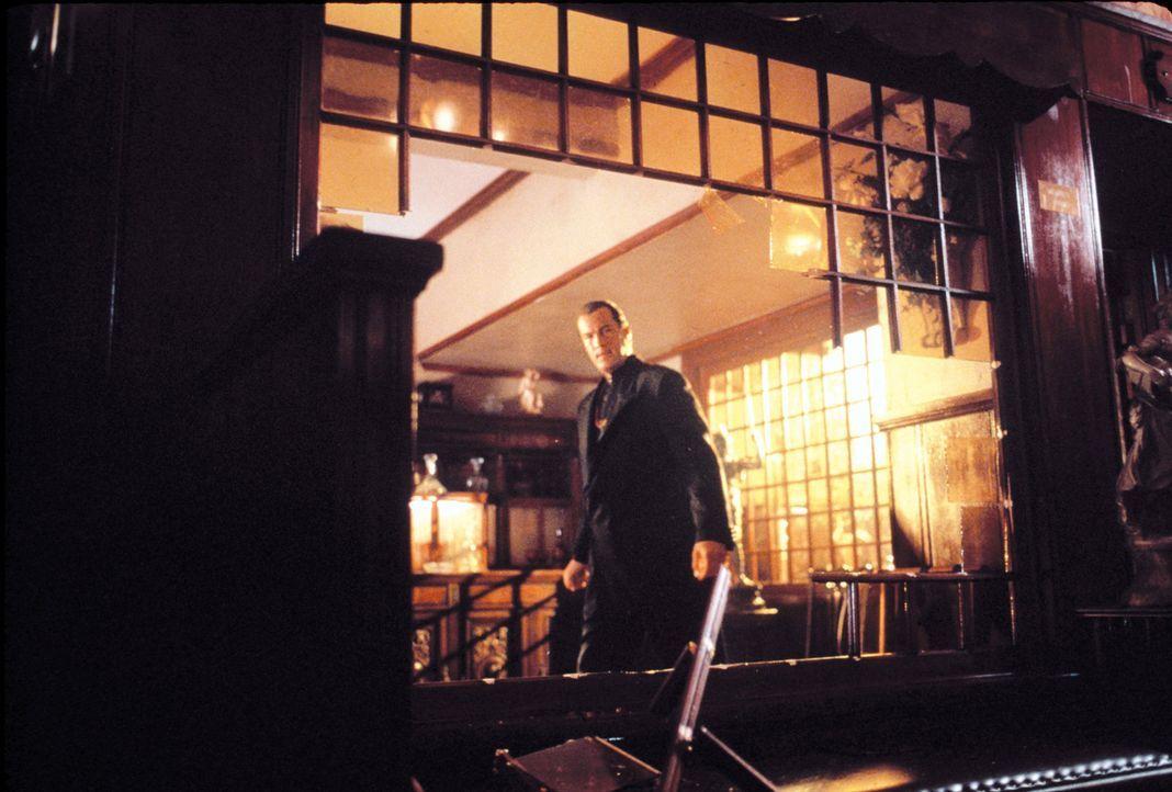 Ein Serienkiller, der Ehepaare grausam hinrichtet, geht um. Als Auch Jacks (Steven Seagal) Ex-Frau Jessica ein Opfer des Killers wird, gerät auch er... - Bildquelle: Warner Bros. Pictures