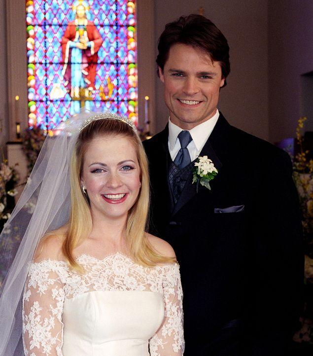 Ein schönes Paar: Sabrina (Melissa Joan Hart, l.) und Aaron (Dylan Neal, r.) ... - Bildquelle: Paramount Pictures