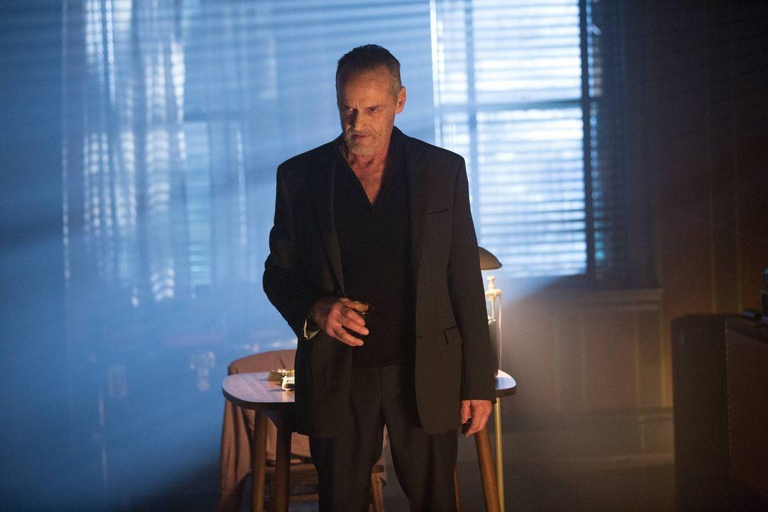 Jim Gordon befragt derweil Edward Nygma nach dem Aufenthaltsort von Kristen Kringle, während Bruce den Mörder seiner Eltern, Matches Malone (Michael... - Bildquelle: Warner Brothers