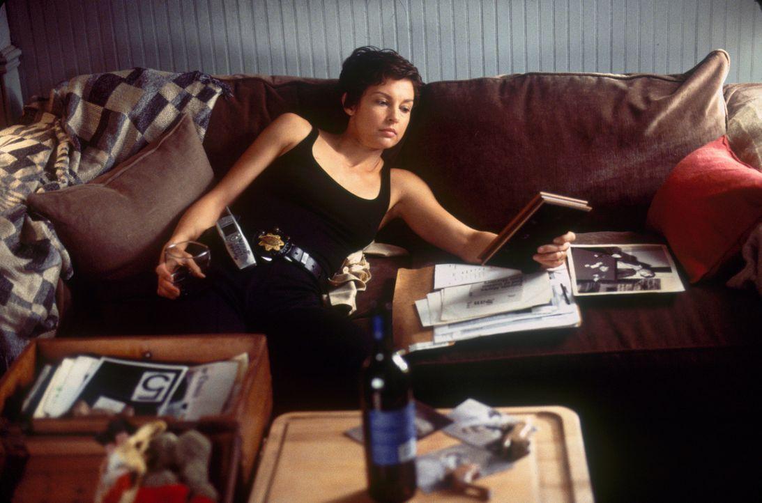 Jessicas (Ashley Judd) Zustand verschlechtert sich zusehends; sie stürzt sich in nächtliche Affären, verfällt dem Alkohol - und hat Blackouts, nach... - Bildquelle: Paramount Pictures