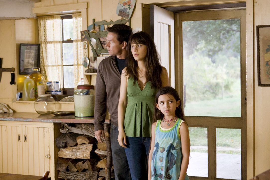 Können sie dem Grauen noch entkommen? (v.l.n.r.) Elliot (Mark Wahlberg), Alma (Zooey Deschanel) und die kleine Jess (Ashlyn Sanchez) ... - Bildquelle: 20th Century Fox
