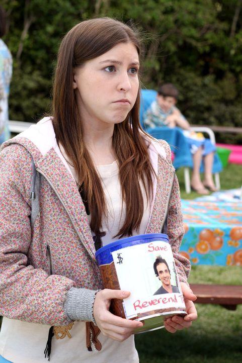 Als sie erfährt, dass der coole Pastor TimTom bald die Stadt verlassen muss, versucht Sue (Eden Sher) Geld für ihn zu sammeln ... - Bildquelle: Warner Brothers