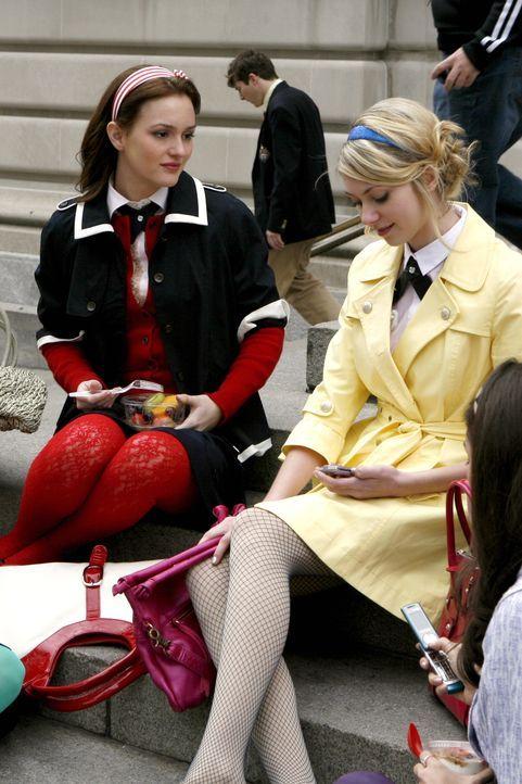 Jenny (Taylor Momsen, r.) ist total glücklich mit ihrer neuen Liebe Asher, und Blair (Leighton Meester, l.) wittert schon die Chance für die näch... - Bildquelle: Warner Bros. Television