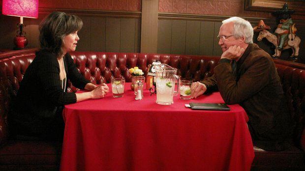 Nachdem Nora (Sally Field, l.) erfahren hat, dass ihre erste große Liebe Stan...