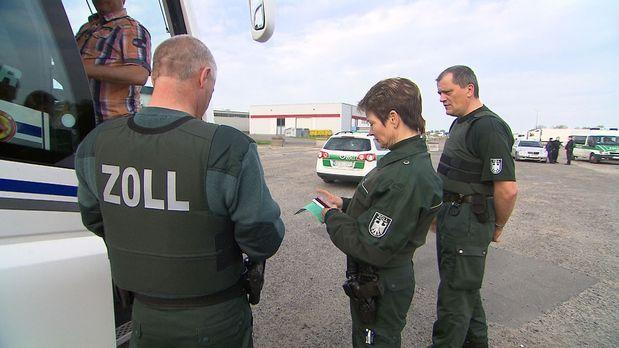 24 Stunden - An der deutsch-polnischen Grenze blüht der Schwarzmarkt. Polizei...