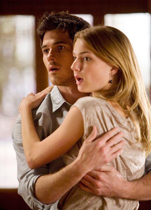 Erwischt: Rebecca (Emily VanCamp, r.) und Justin (Dave Annable, l.) ... - Bildquelle: 2008 ABC INC.
