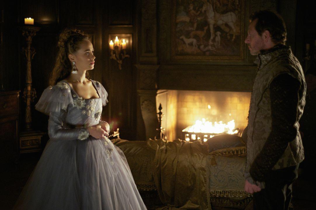 Die Hochzeitsnacht von Claude (Rose Williams, l.) und Duke Boinel (Clive Walton, r.) verläuft anders als geplant ... - Bildquelle: Sven Frenzel 2016 The CW Network, LLC. All rights reserved.