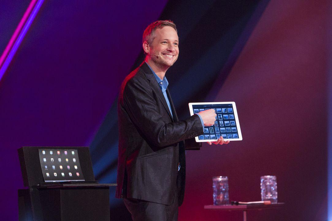Zauberkünstler Simon Pierro weiß, wie er dem Publikum den Atem rauben kann ... - Bildquelle: Richard Hübner SAT.1