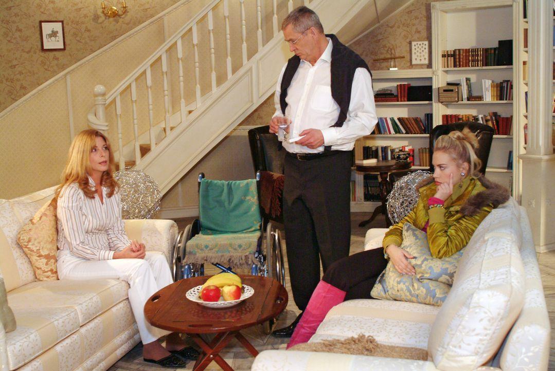 Kim (Lara-Isabelle Rentinck, r.) steht zwischen den Stühlen, als Laura (Olivia Pascal, l.) ihr und Friedrich (Wilhelm Manske, M.) eröffnet, dass s... - Bildquelle: Monika Schürle Sat.1