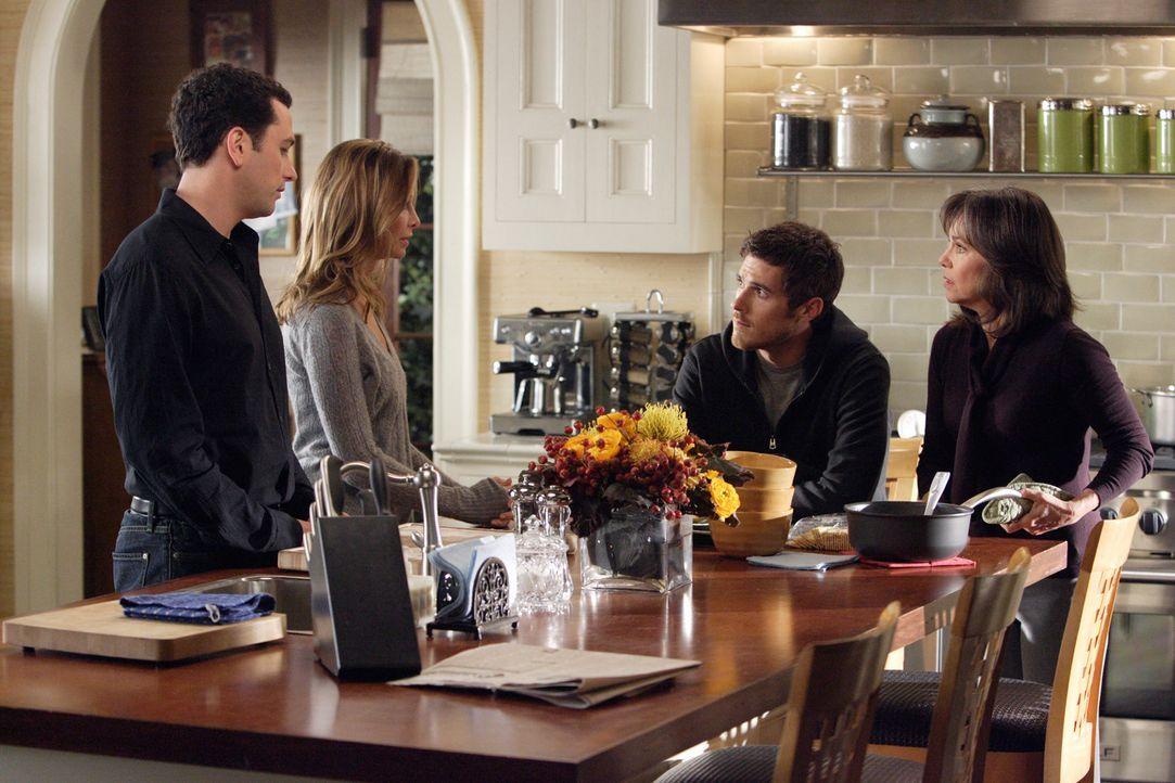 Familienkonferenz: Alle sind sich einig, dass Justin (Dave Annable, 2.v.r.) nicht erneut in eine Entzugsklinik soll, sondern versuchen soll daheim c... - Bildquelle: Disney - ABC International Television