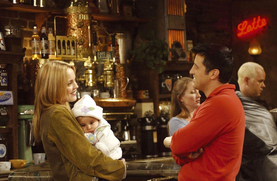 Frauenheld Joey (Matt LeBlanc, r.) hat ein Auge auf das hübsche Kindermädchen von Ross und Rachel geworfen ... - Bildquelle: TM+  2000 WARNER BROS.