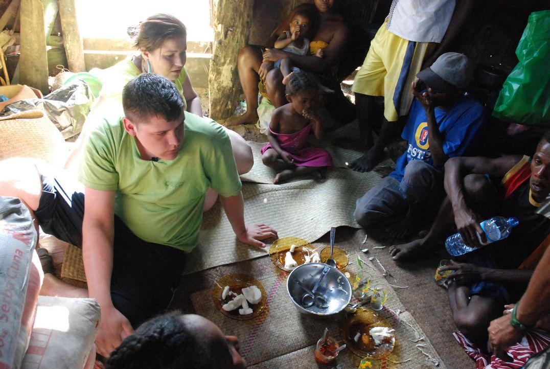 In den Strengsten Eltern der Welt auf Madagaskar sehen beide Mütter von Marta (hinten l.) und Fabian (vorne l.) die allerletzte Chance. - Bildquelle: kabel eins