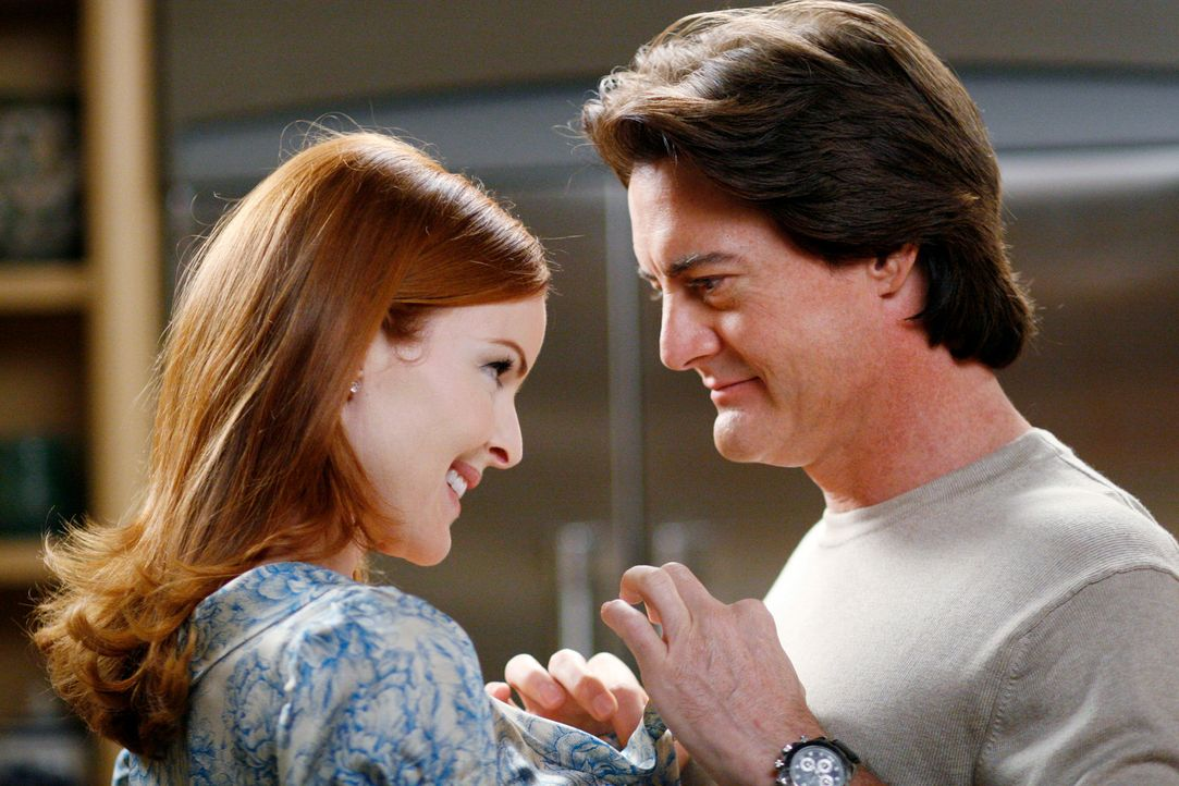 Bree (Marcia Cross, l.) kann es nicht glauben, aber Orson (Kyle MacLachlan, r.) macht ihr einen Heiratsantrag ... - Bildquelle: 2005 Touchstone Television  All Rights Reserved