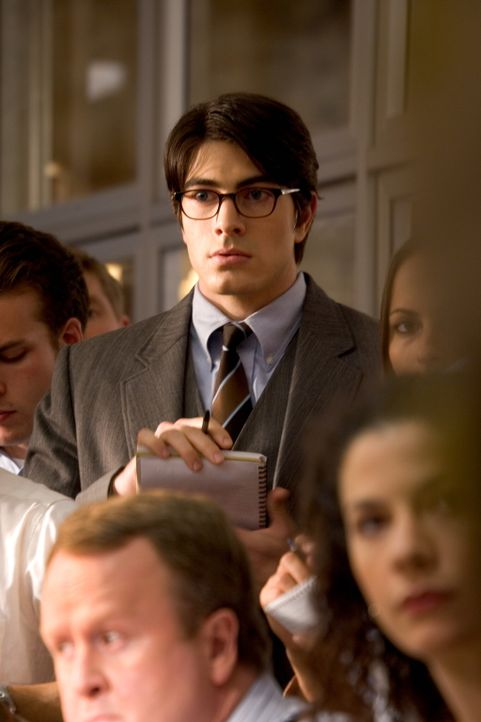 "Kaum zurückgekehrt, da lässt Superman (Brandon Routh) auch schon seine bürgerliche Existenz als Reporter Clark Kent bei der Tageszeitung ""Daily Plan... - Bildquelle: Warner Brothers International Television Distribution Inc."