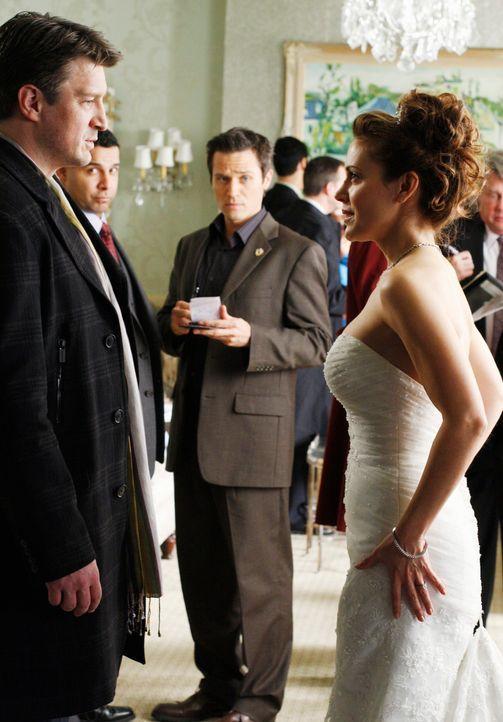 Javier Esposito (Jon Huertas, 2.v.l.) und Kevin Ryan (Seamus Dever, 2.v.r.) sind überrascht, dass sich Richard Castle (Nathan Fillion, l.) und Kyra... - Bildquelle: ABC Studios