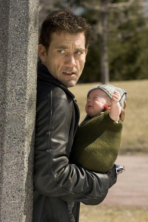 Mr. Smith (Clive Owen) ist ebenso cool wie heißblütig, so jähzornig wie hartgesotten. Doch urplötzlich muss er ein unschuldiges, neugeborenes Kind b... - Bildquelle: 2007 Warner Brothers International
