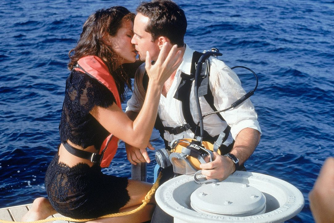 Ist die Gefahr wirklich gebannt? Alex Shaw (Jason Patric, r.) und Annie (Sandra Bullock, l.) wiegen sich in Sicherheit ... - Bildquelle: 1997 Twentieth Century Fox Film Corporation. All rights reserved.