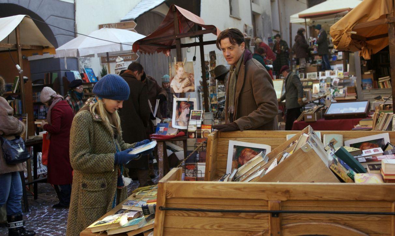 Bücher spielen eine große Rolle im Leben von Meggie (Eliza Bennett, l.) und ihrem Vater Mo (Brendan Fraser, r.). Noch versteht Meggie jedoch nicht,... - Bildquelle: Warner Brothers