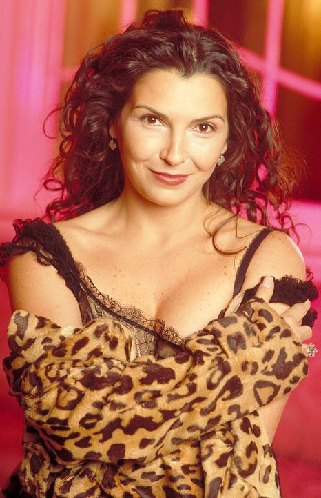 Die Neapolitanerin Giuliana (Maria Pia Calzone) erfährt kurz nach der Geburt ihrer Tochter Chiara, dass ihr Mann bei einem Polizeieinsatz getötet wu... - Bildquelle: ProSieben