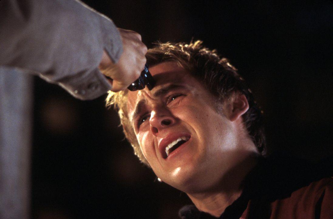 Eines Tages begeht Richard (Ryan Gosling) einen schlimmen Fehler. Wird er dafür bezahlen müssen? - Bildquelle: Warner Brothers International Television Distribution Inc.