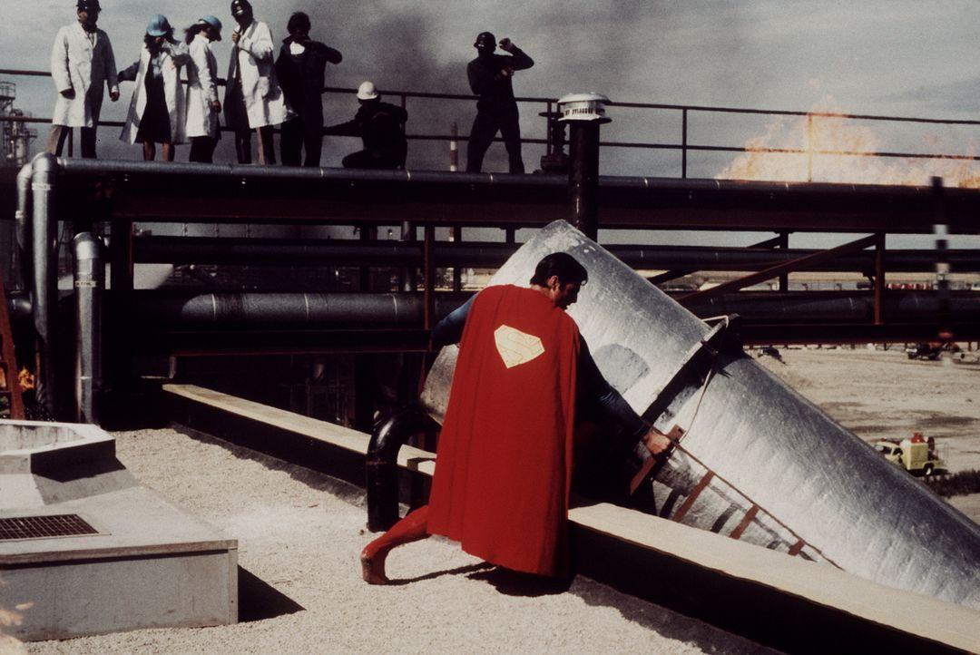 Der verbrecherische Industriemagnat Ross Webster will die gesamte Weltwirtschaft manipulieren und unter seine Kontrolle bringen - doch er hat die Re... - Bildquelle: Warner Bros.