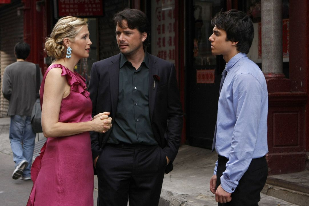 Lily (Kelly Rutherford, l.) erklärt Rufus (Matthew Settle, M.) und ihrem Sohn Scott (Chris Riggi, r.), dass sie Angst vor der wahren Liebe habe, die... - Bildquelle: Warner Brothers