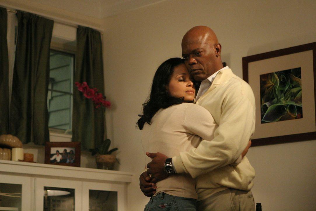 Nur dank der Liebe und der Hilfe seiner Frau (Victoria Rowell, l.) gelingt es dem Chirurgen Will Marsh (Samuel L. Jackson) nach langer Zeit, seine K... - Bildquelle: Nu Image