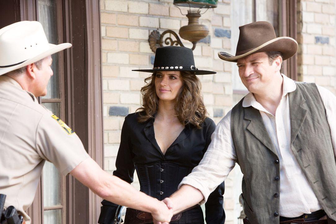 Gemeinsam wollen sie einen Mordfall aufdecken: Castle (Nathan Fillion, r.), Beckett (Stana Katic, M.) und Sheriff Conklin (Dale Midkiff, l.) ... - Bildquelle: ABC Studios