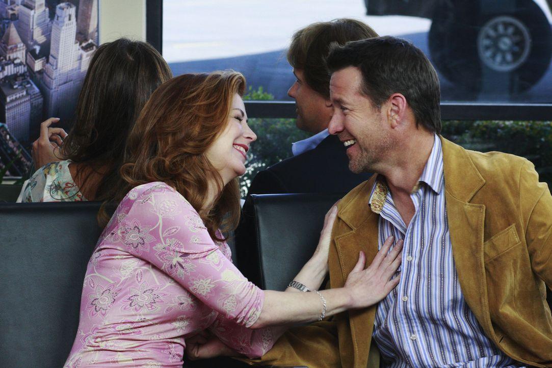 Sind auf dem Weg nach Las Vegas: Katherine (Dana Delany, l.) und Mike (James Denton, r.) ... - Bildquelle: ABC Studios