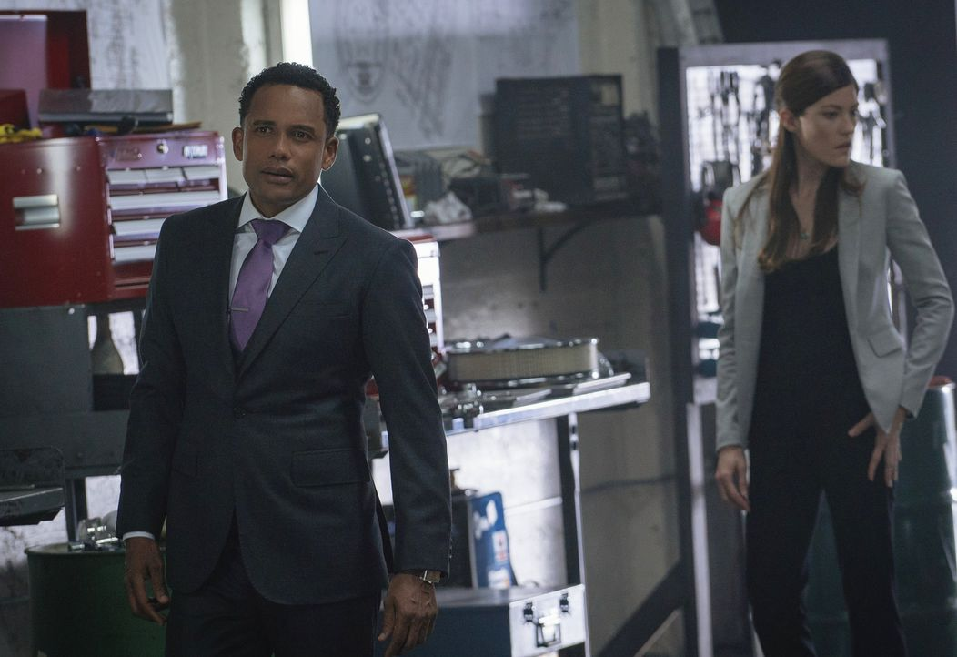 Gemeinsam mit Brian wollen sie einen Mordfall lösen: Boyle (Hill Harper, l.) und Rebecca (Jennifer Carpenter, r.) ... - Bildquelle: Michael Parmelee 2015 CBS Broadcasting, Inc. All Rights Reserved